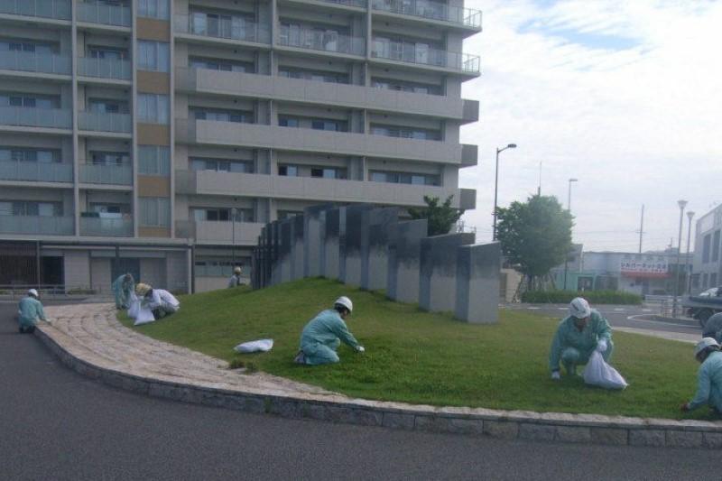 毎月恒例のJR相見駅前の植草手入れ、草刈り